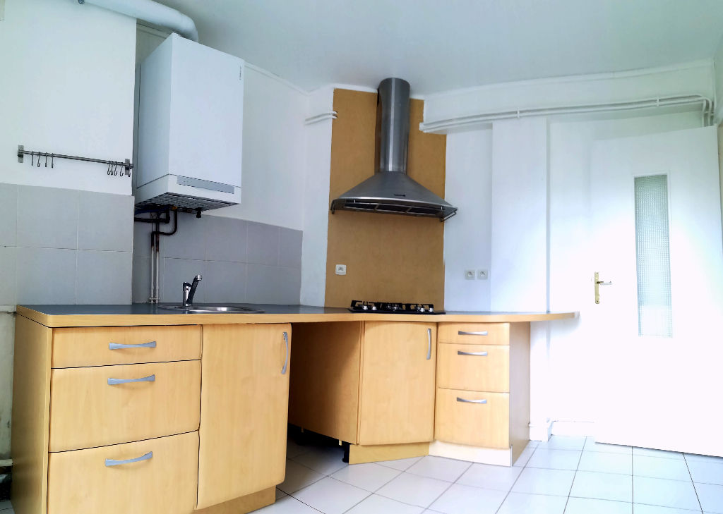 APPARTEMENT A VENDRE T4 - 70m²  -  EXCELLENT ETAT  - GARAGE DALLE BETON BREST HYPER CENTRE