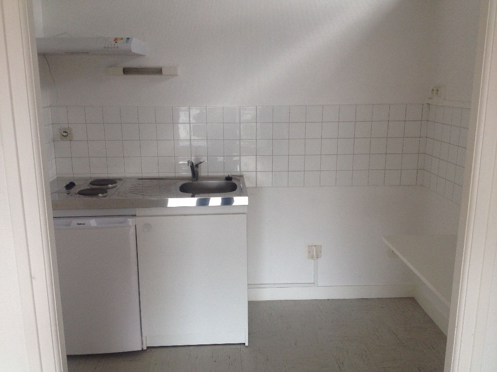 A LOUER BREST KERGOAT/FACS APPARTEMENT 1 PIECE DE 26 M²
